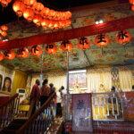 行動佛殿105站嘉義市香湖公園,夜晚湧入大批人潮參拜佛殿