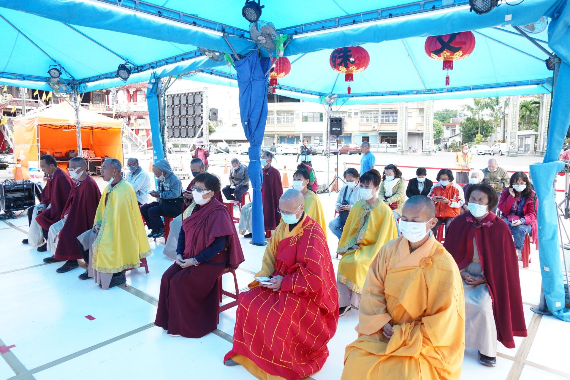 行動佛殿115站台南白河,信眾齊心誦經