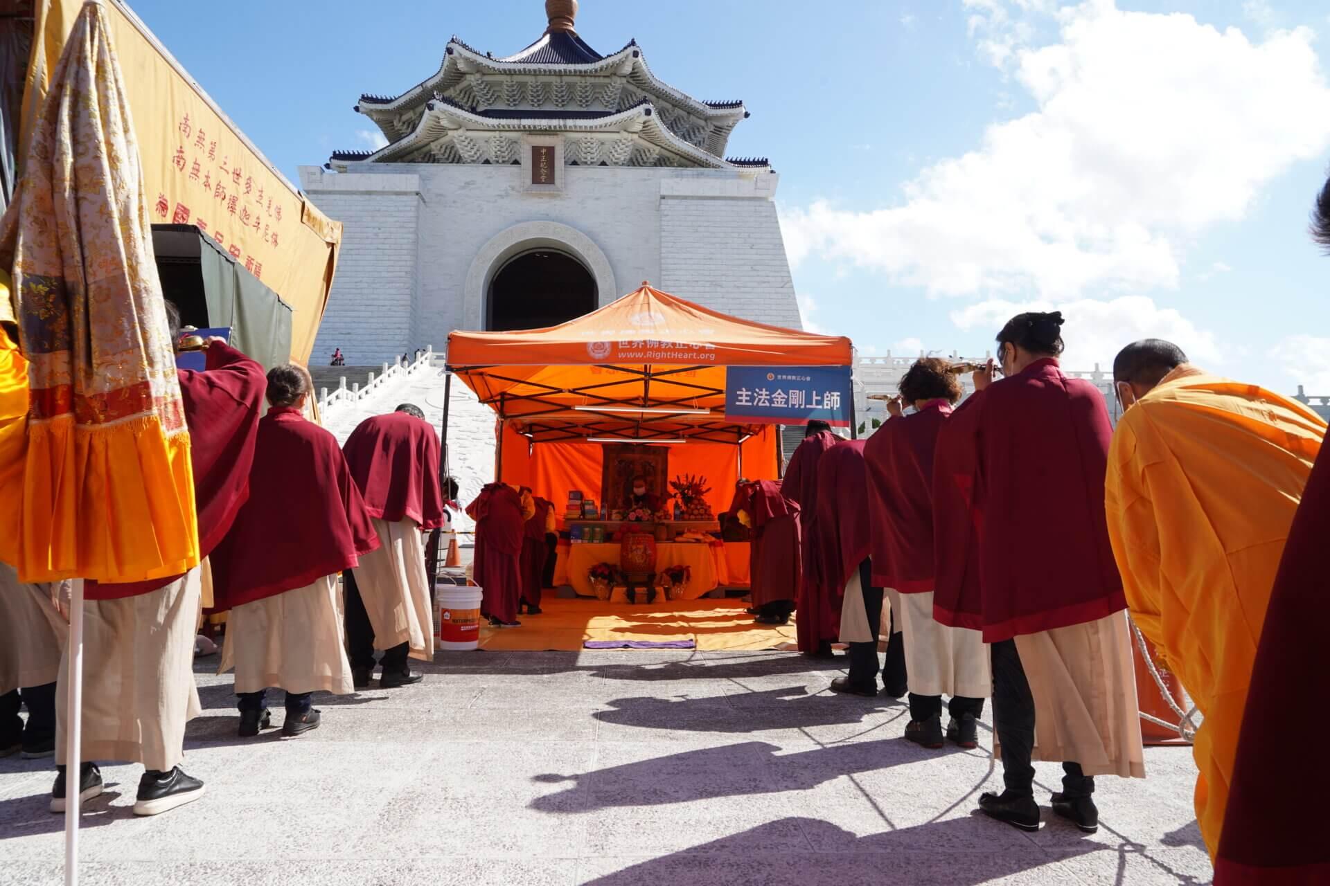 行動佛殿117站台北中正紀念堂,恭迎主法上師