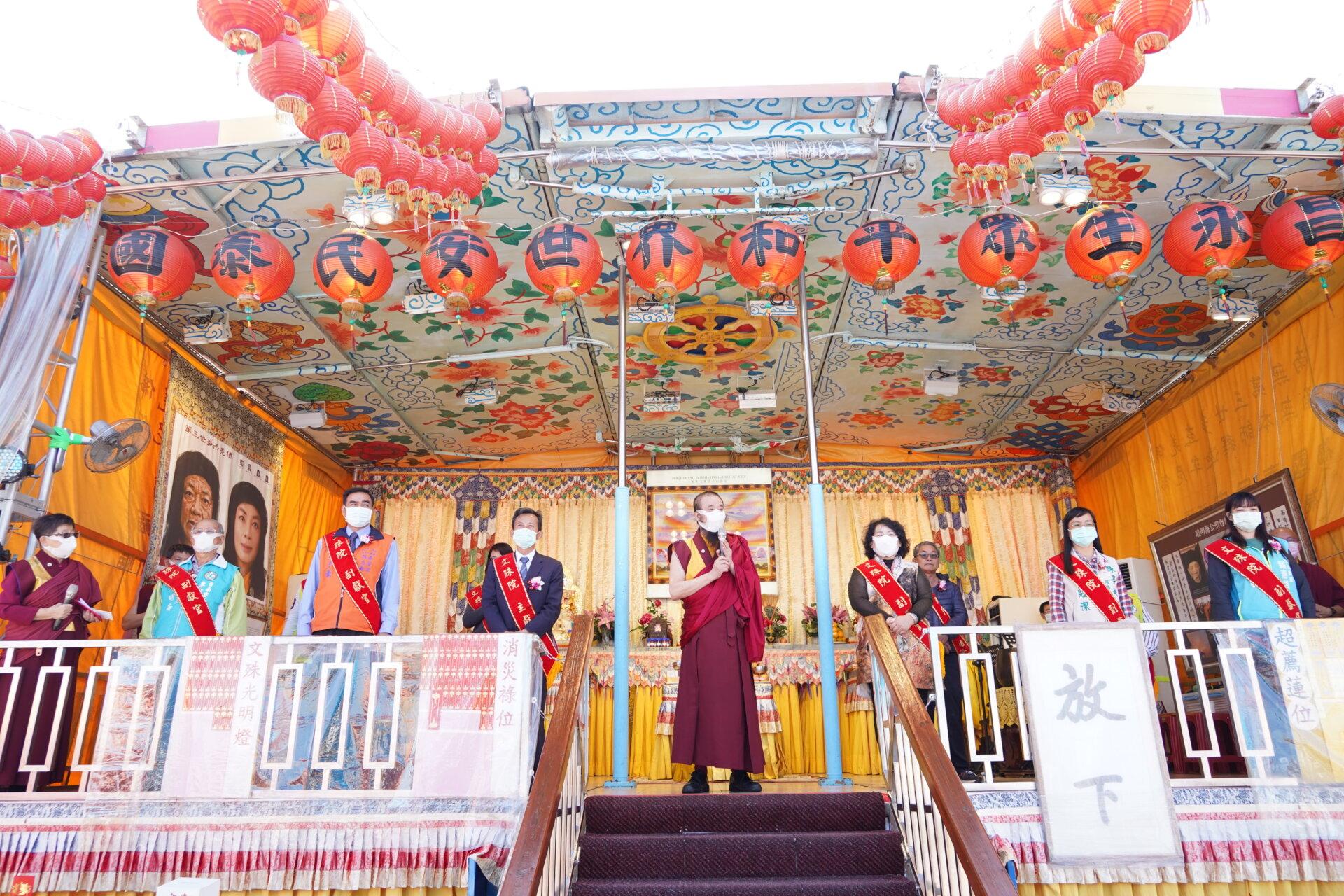 行動佛殿116站台南後壁,本會指導上師恆性嘉措仁波且感謝貴賓蒞臨祈福
