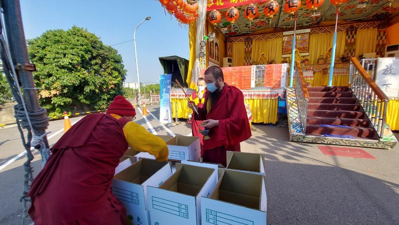 行動佛殿119站臺南麻豆恭祝 第三世多杰羌佛日,上師加持放生地龍