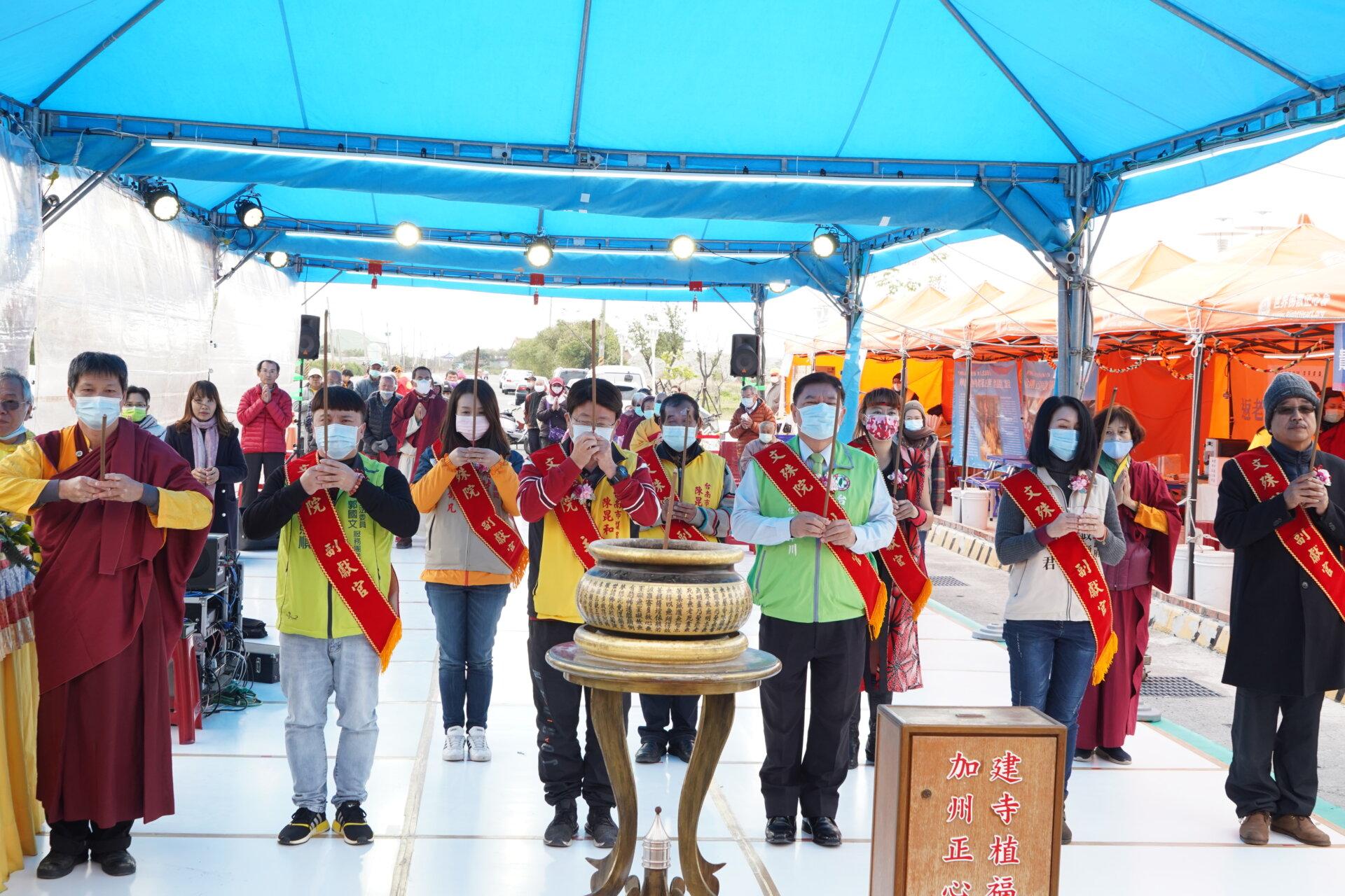 行動佛殿118站台南七股,帶領貴賓上香祈福