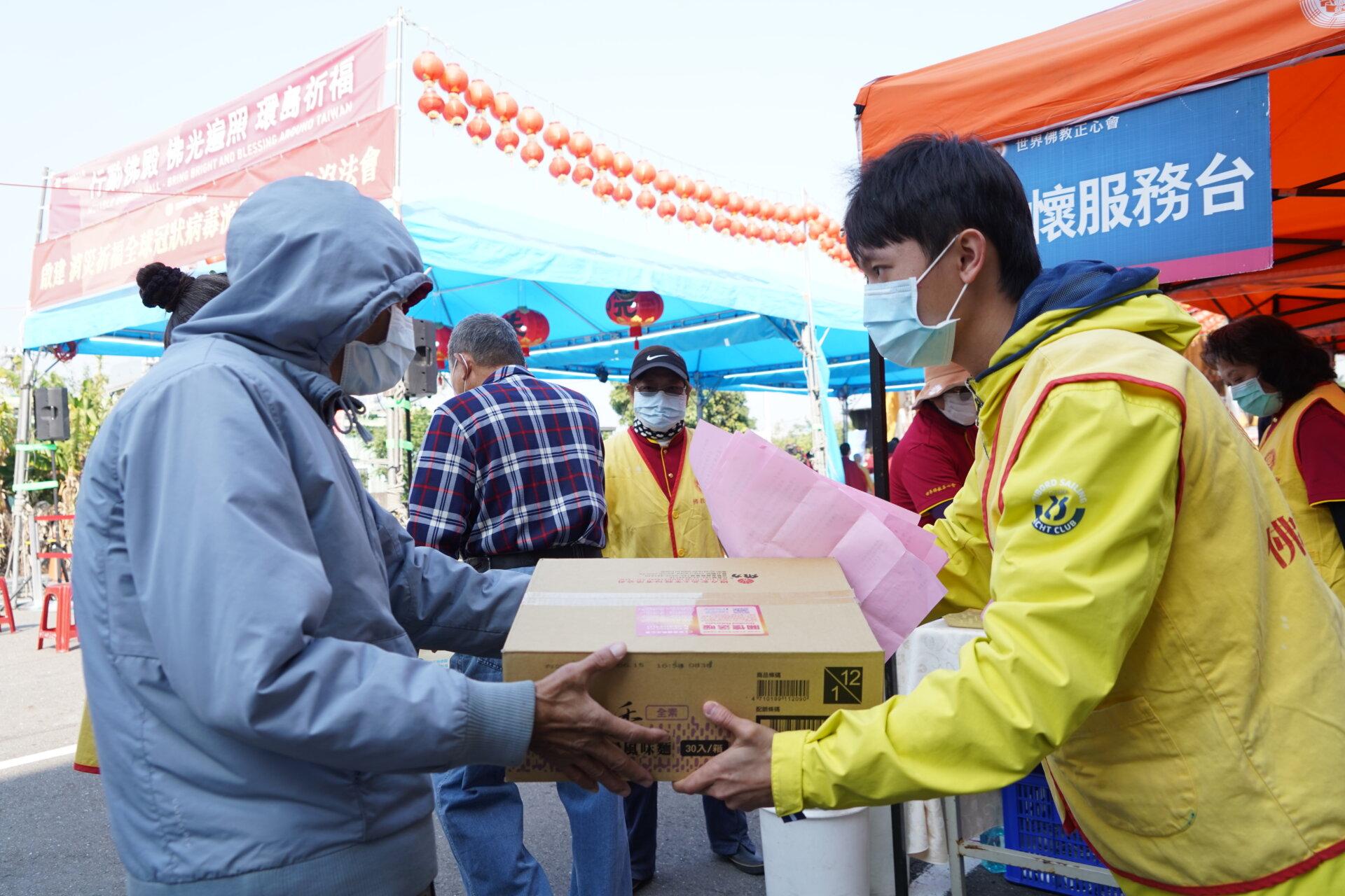 行動佛殿119站臺南麻豆,公益關懷發送愛心物資