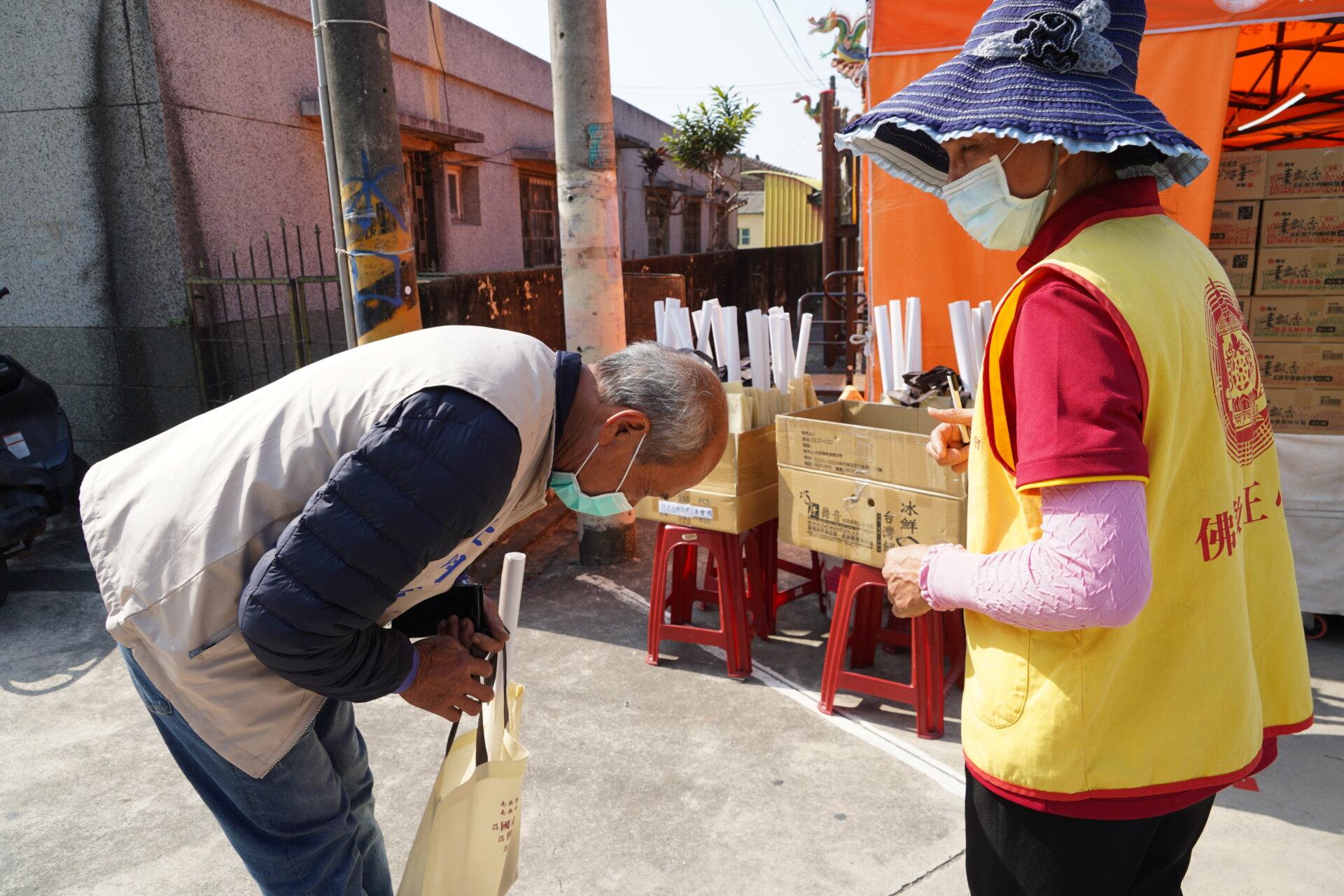 行動佛殿121站台南北門,本會募集十方愛心,關懷弱勢家庭
