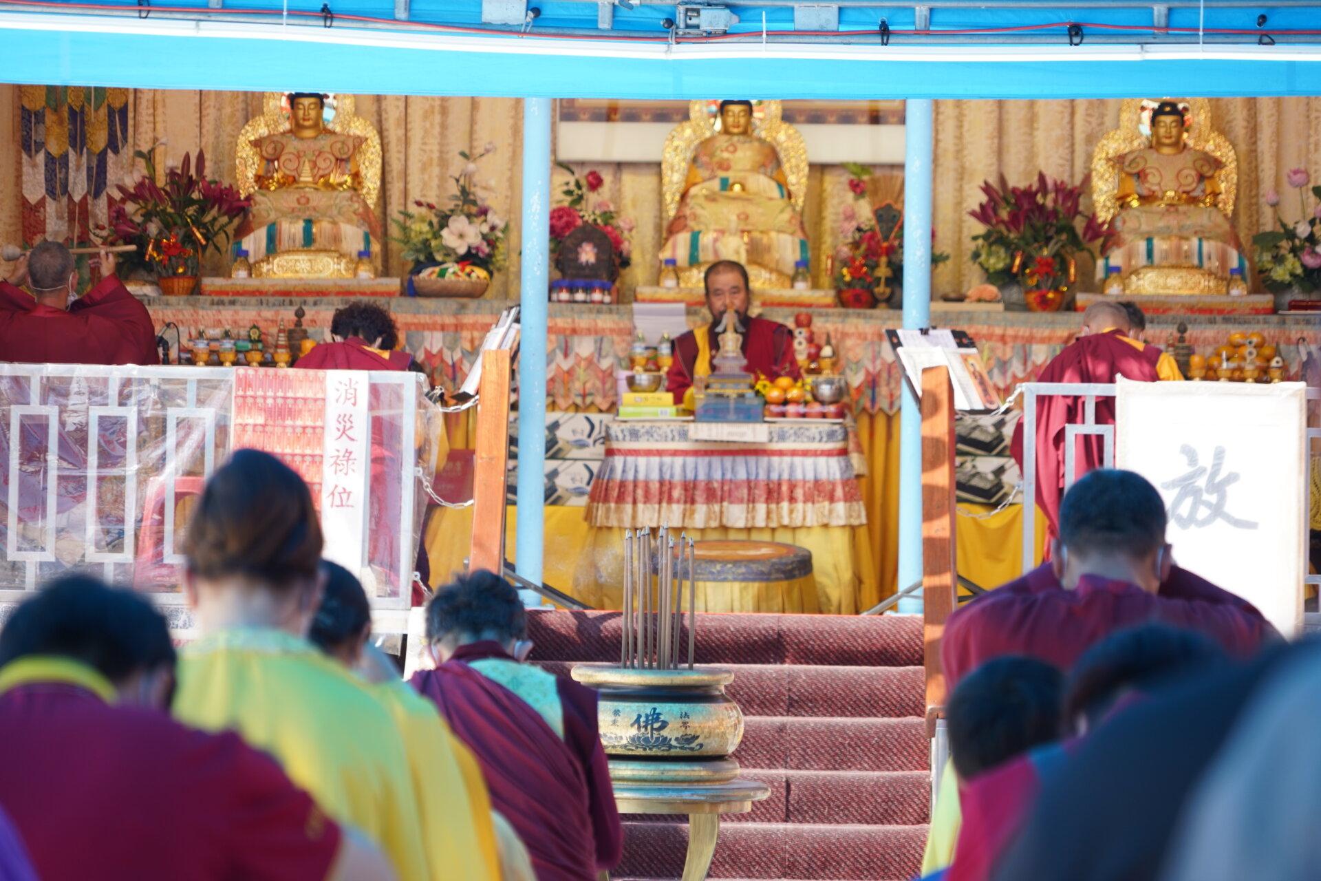 行動佛殿122站台南喜樹萬皇宮,信眾齊心誦經祈願世界和平