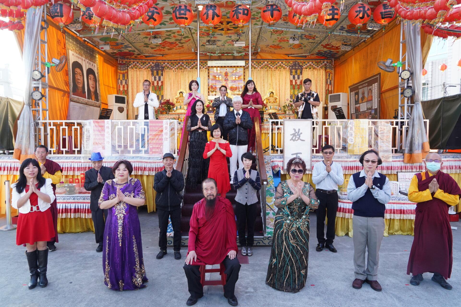 行動佛殿122站台南萬皇宮,本會指導上師恆性嘉措仁波且與永保安康歌唱協會合影