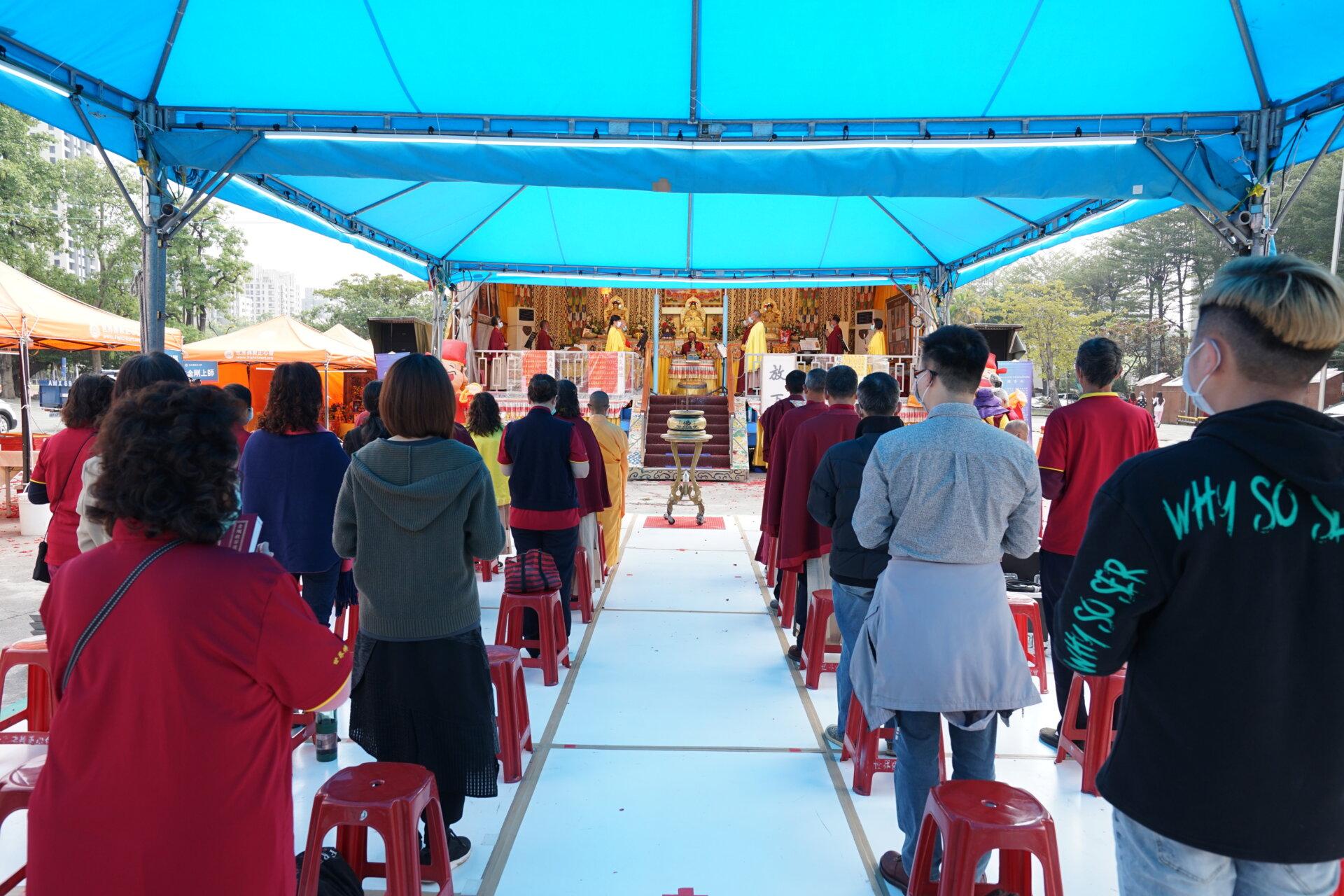 行動佛殿123站高雄前鎮,新春祈福大法會恭誦藥師經