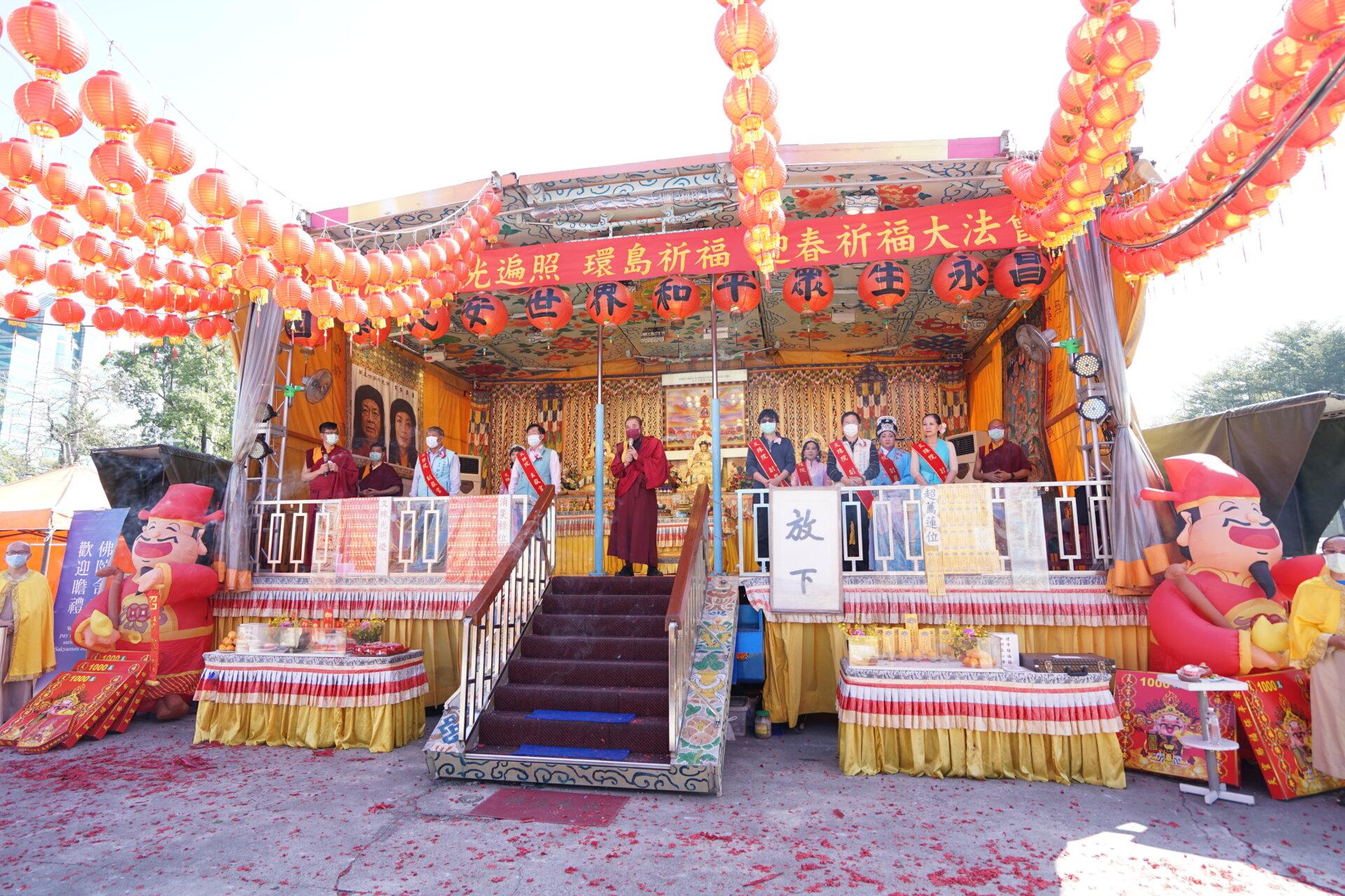 行動佛殿123站高雄前鎮,本會指導上師恆性嘉措仁波且感謝貴賓蒞臨祈福