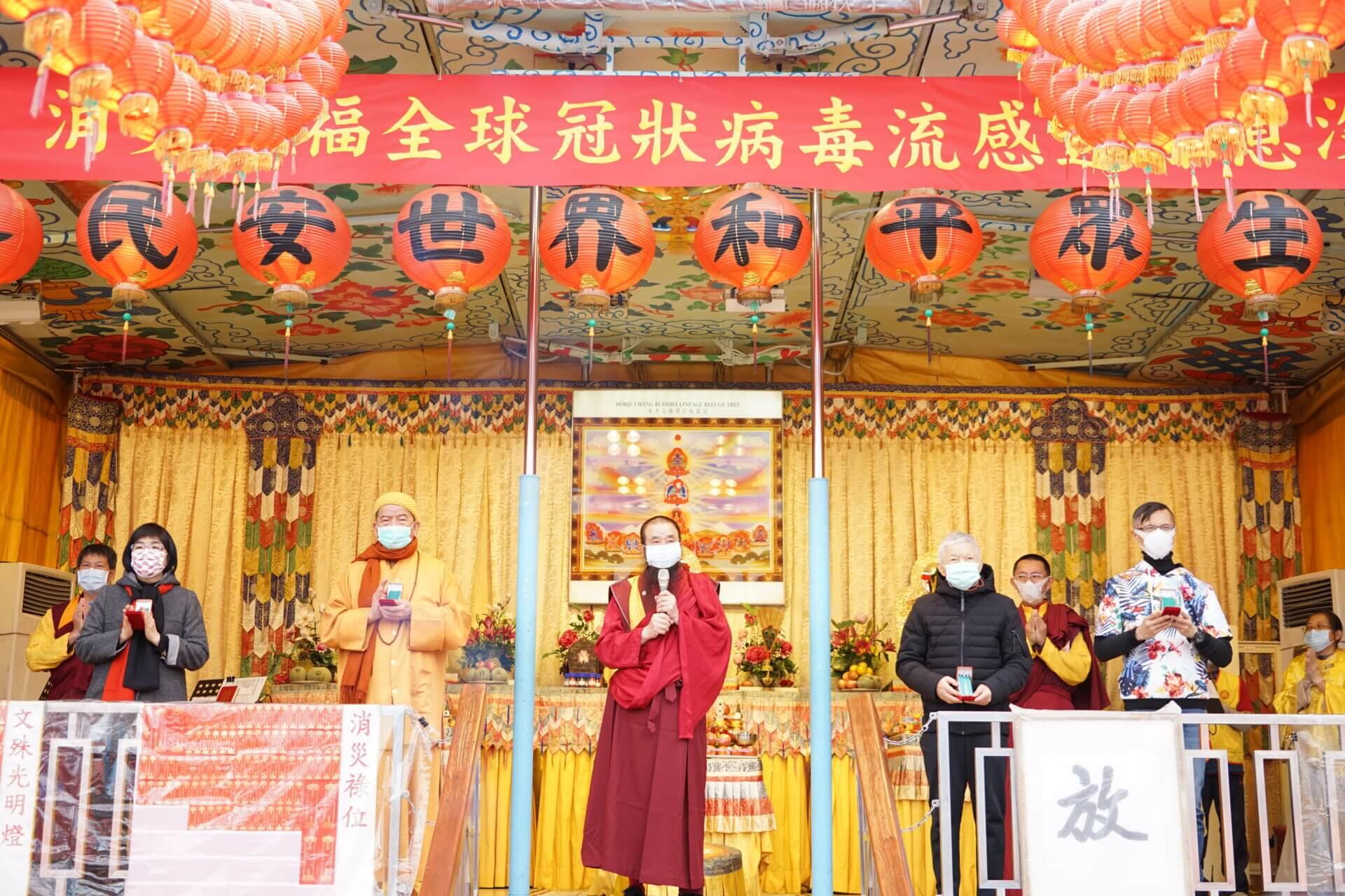 行動佛殿117站台北中正紀念堂,本會指導上師恆性嘉措仁波且(中)感謝貴賓蒞臨