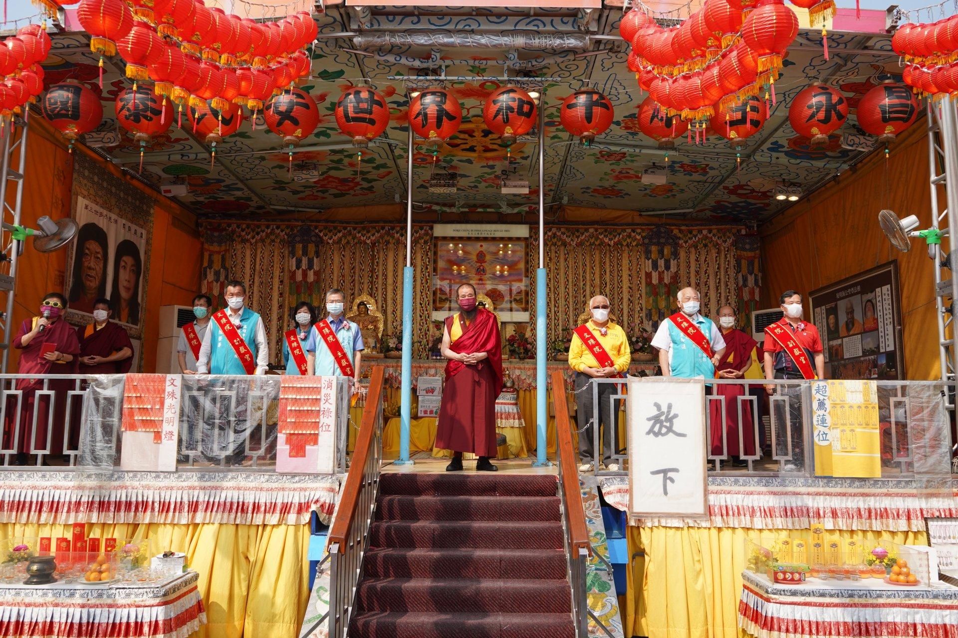 行動佛殿128站高雄路竹,本會指導上師恆性嘉措仁波且(中)感謝貴賓蒞臨祈福
