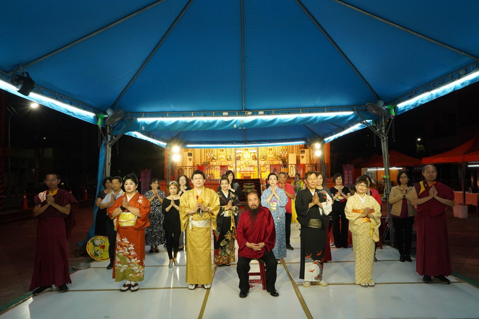 行動佛殿128站高雄路竹,本會指導上師恆性嘉措仁波且與趙明川日語演歌歌唱協會合影