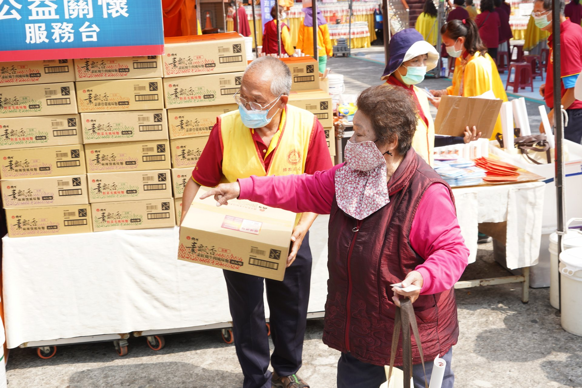行動佛殿129站高雄永安,公益關懷發愛心物資