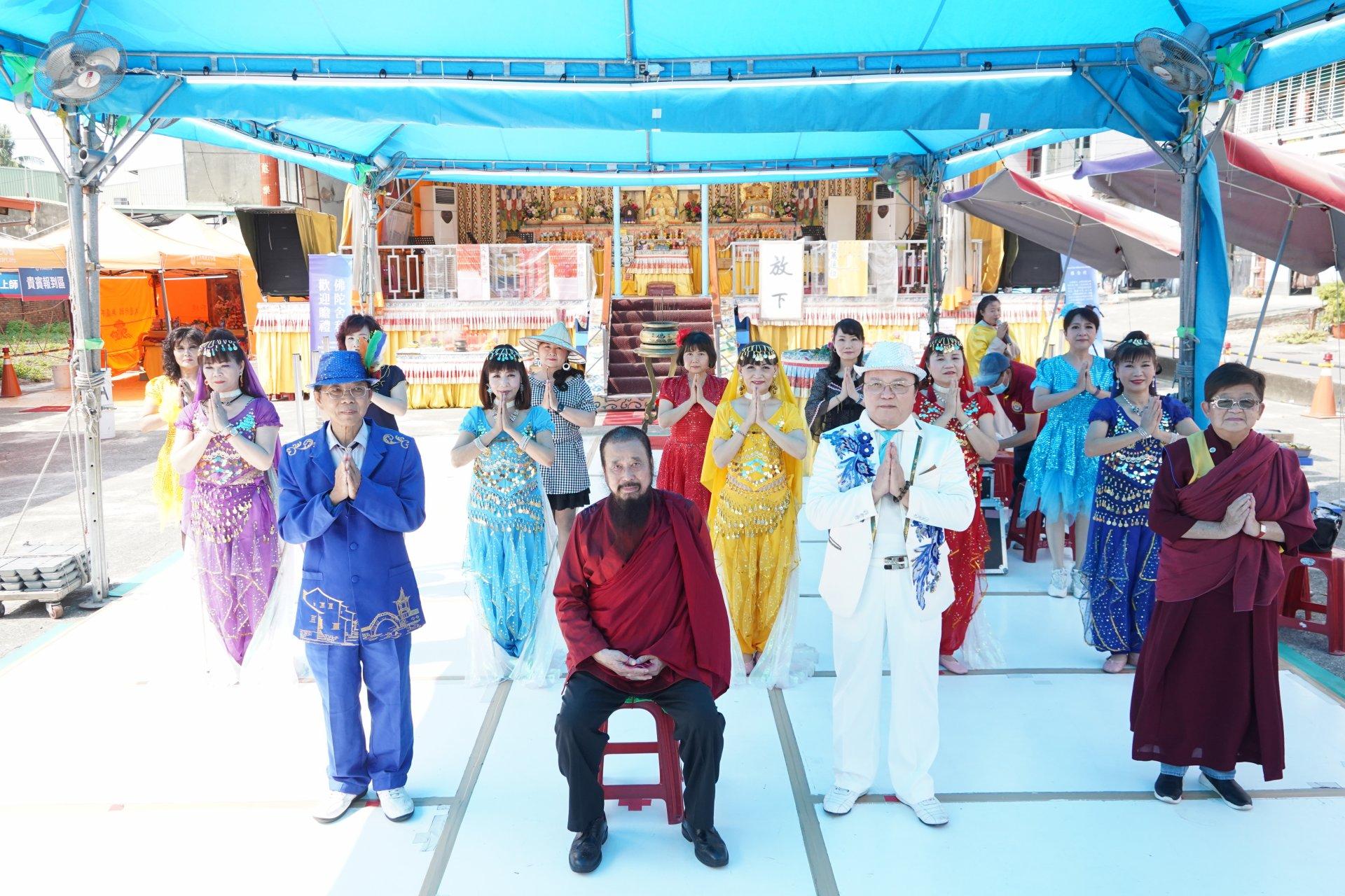 行動佛殿129站高雄永安,本會指導上師恆性嘉措仁波且與白雲歌友會玉森團隊合影