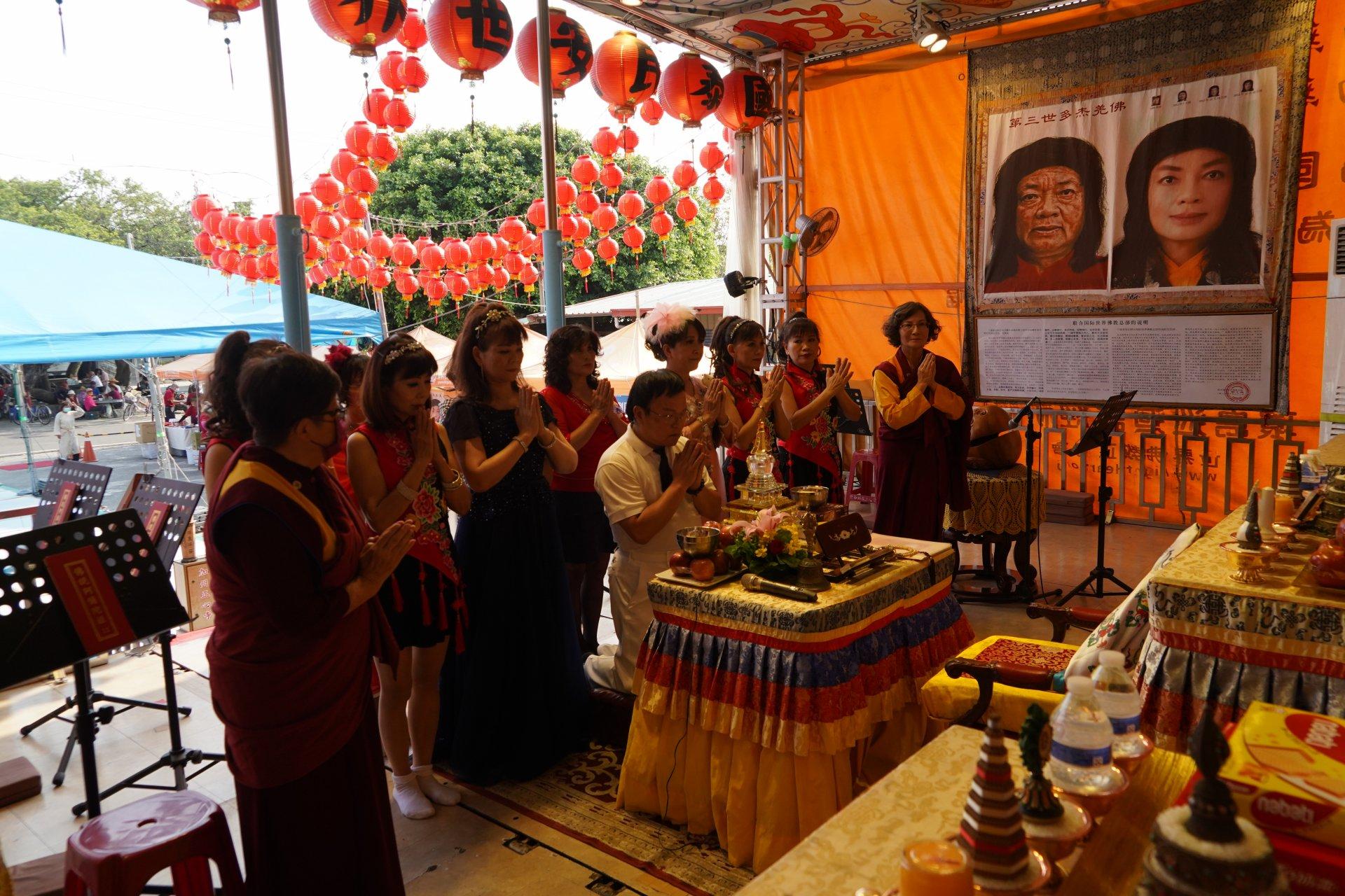 行動佛殿129站高雄永安,表演團體虔誠頂禮南無第三世多杰羌佛