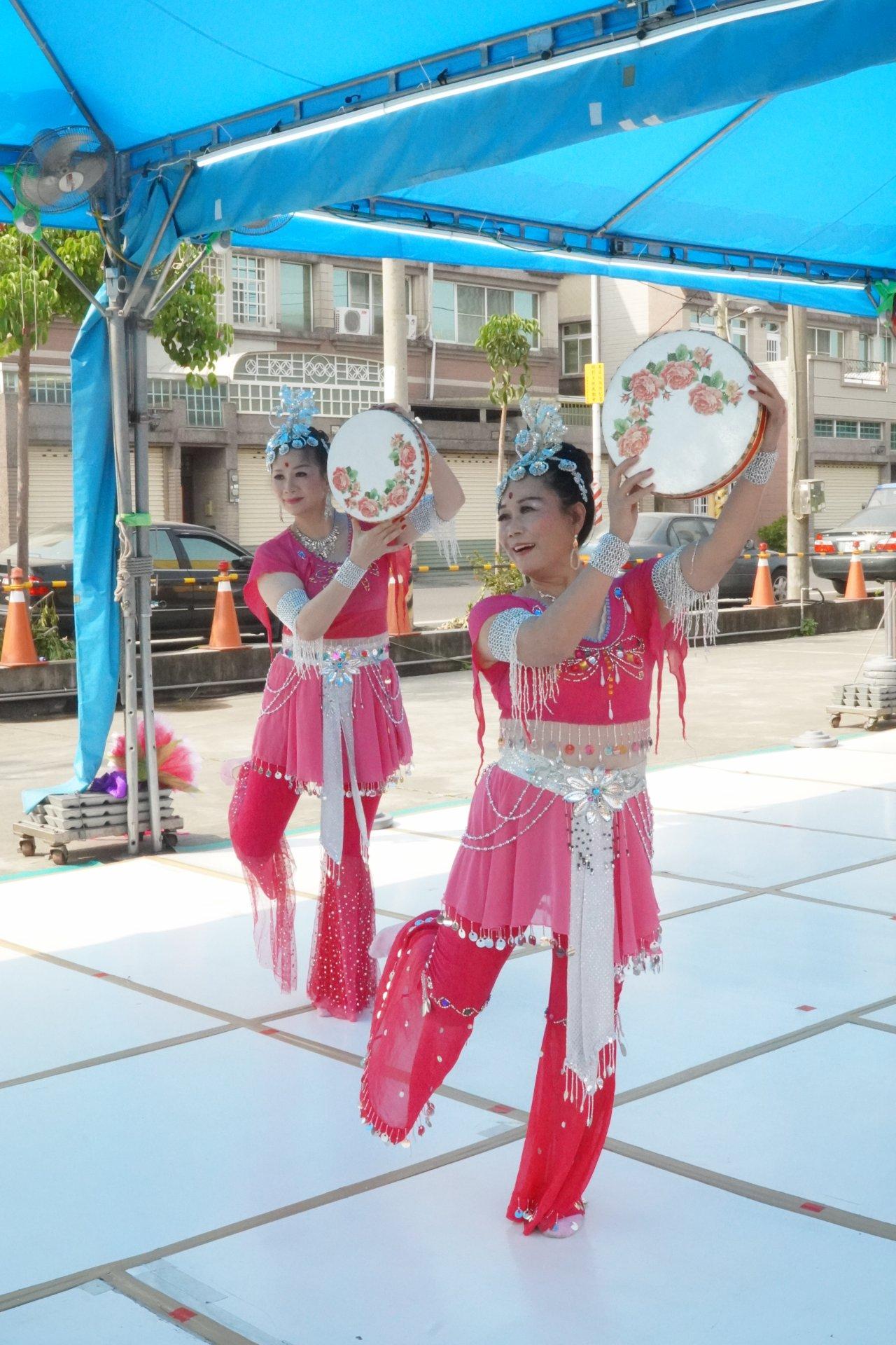 行動佛殿128站高雄路竹,來自屏東的順順舞團公益演出