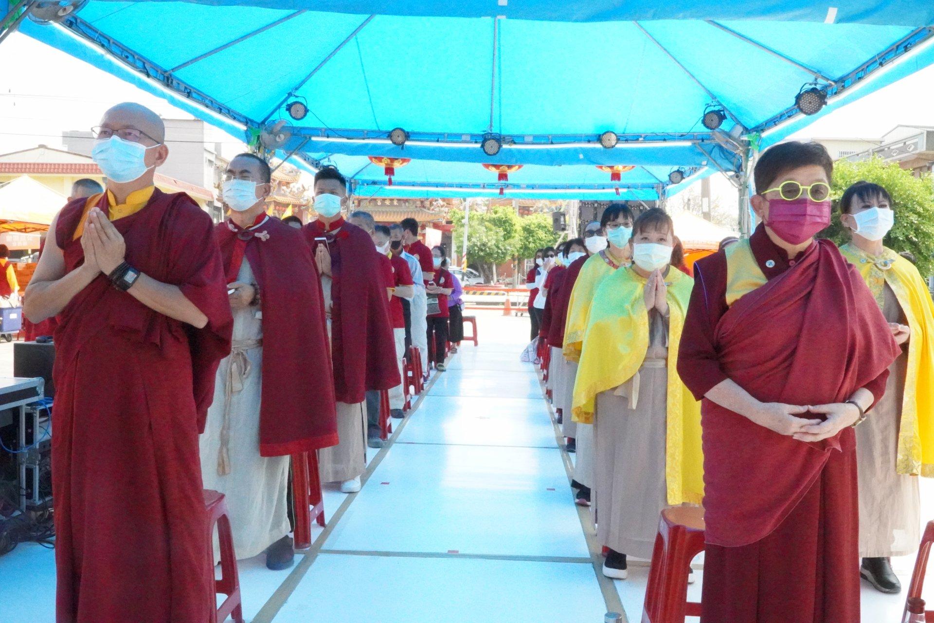 行動佛殿128站高雄路竹,信眾齊心誦經