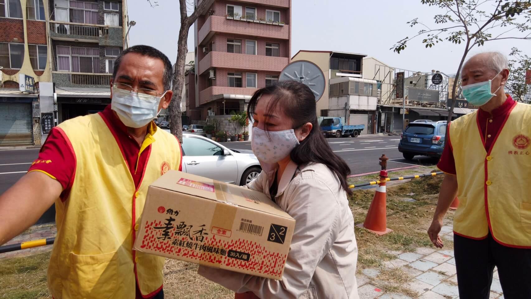 行動佛殿130站台南大興公園,觀音大悲感召加持法會,發送愛心物資