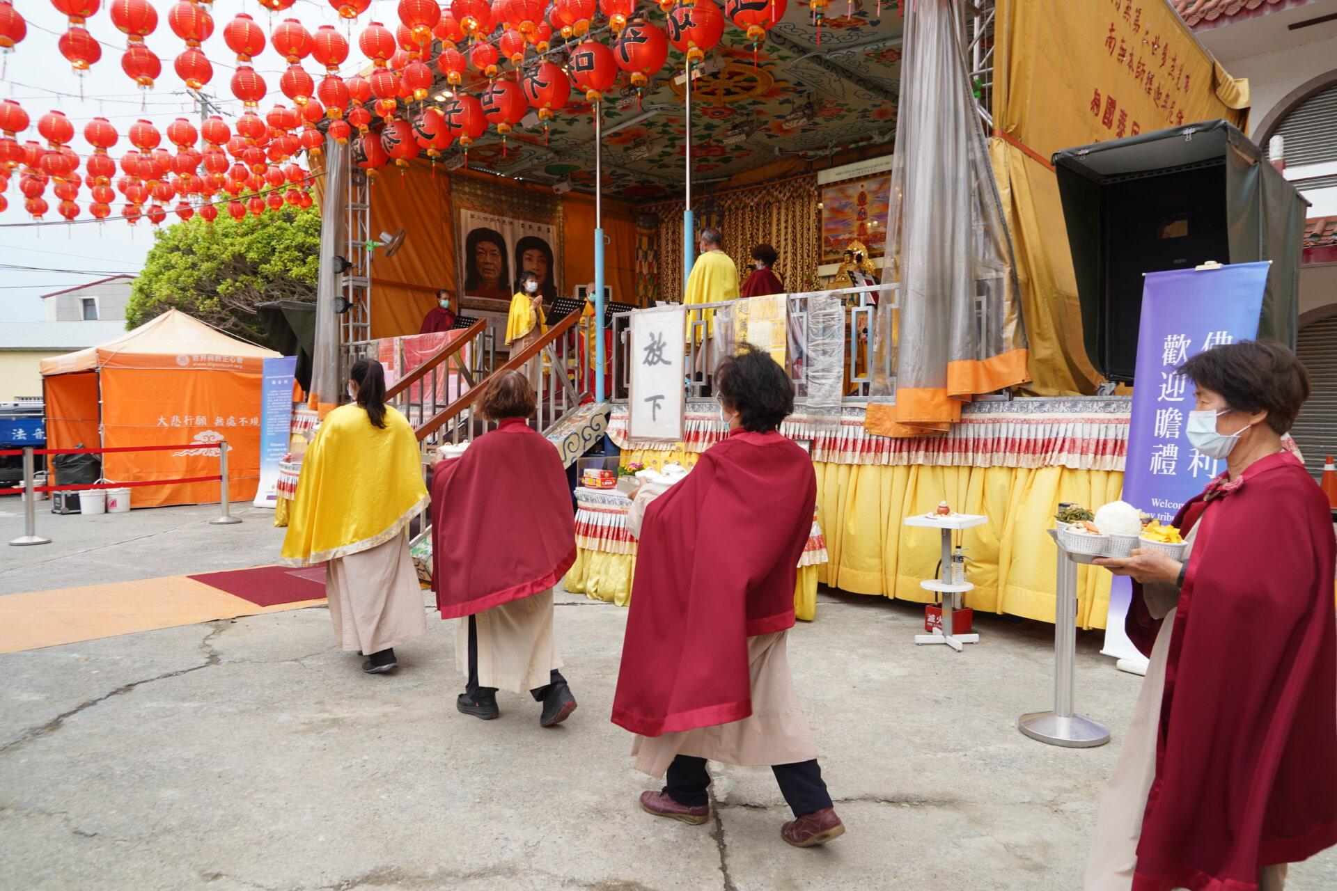 世界佛教正心會行動佛殿133站高雄湖內,佛前大供