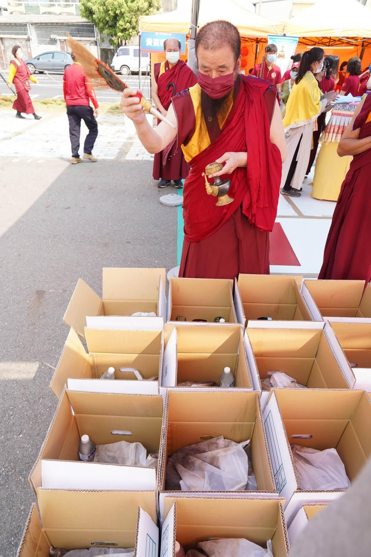 行動佛殿130站台南大興公園,觀音大悲感召加持法會,上師法水加持地龍