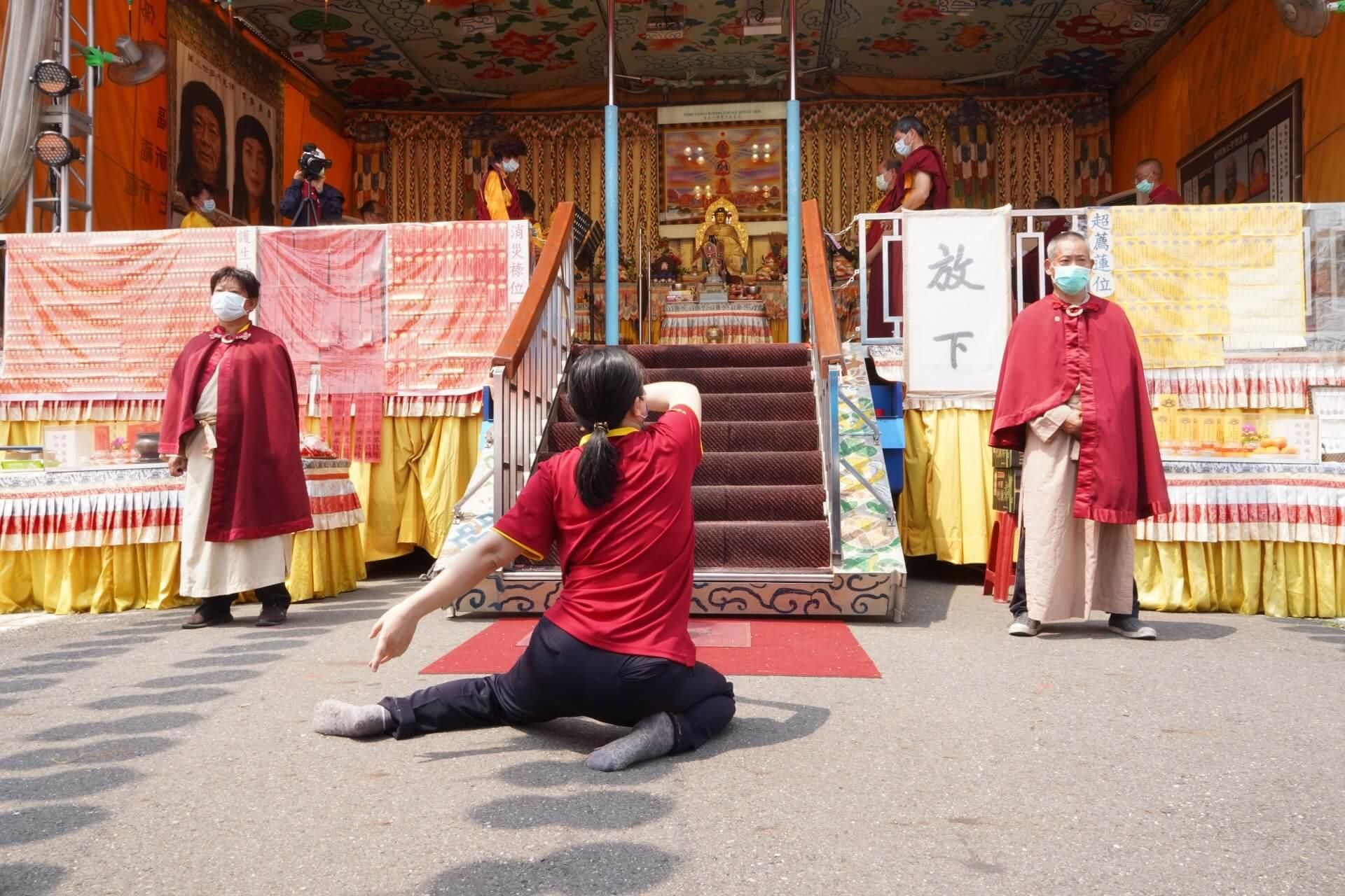行動佛殿130站台南大興公園,觀音大悲感召加持法會,來自全國各地的信眾參加殊勝法會