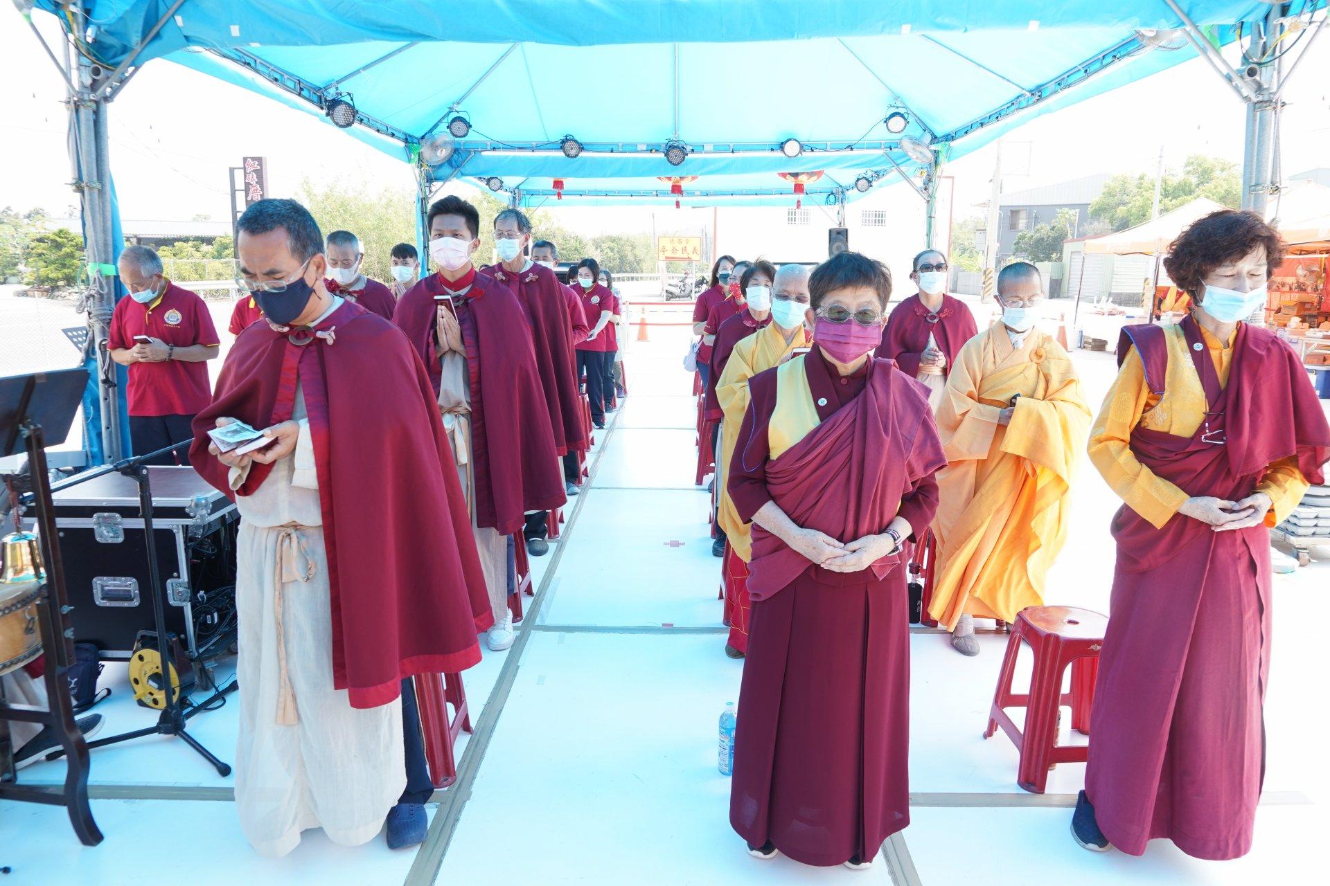 行動佛殿131站高雄田寮,信眾誦經祈福