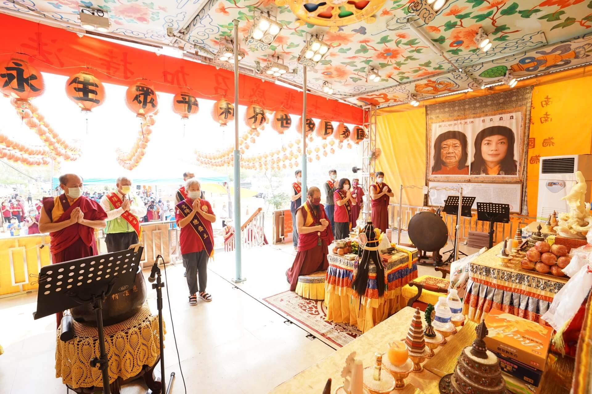 行動佛殿130站台南大興公園,觀音大悲感召加持法會,帶領貴賓頂禮諸佛菩薩