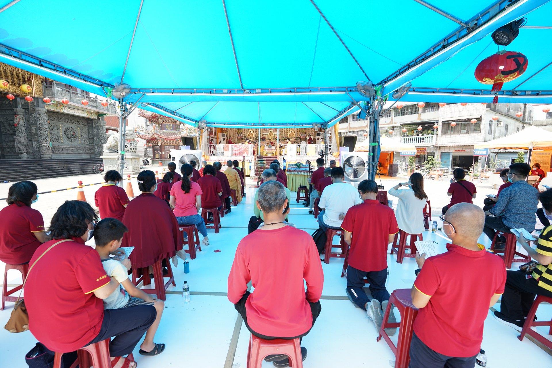 行動佛殿132站駐錫高雄楠梓援中港代天府,一連四天舉辦誦經祈福法會