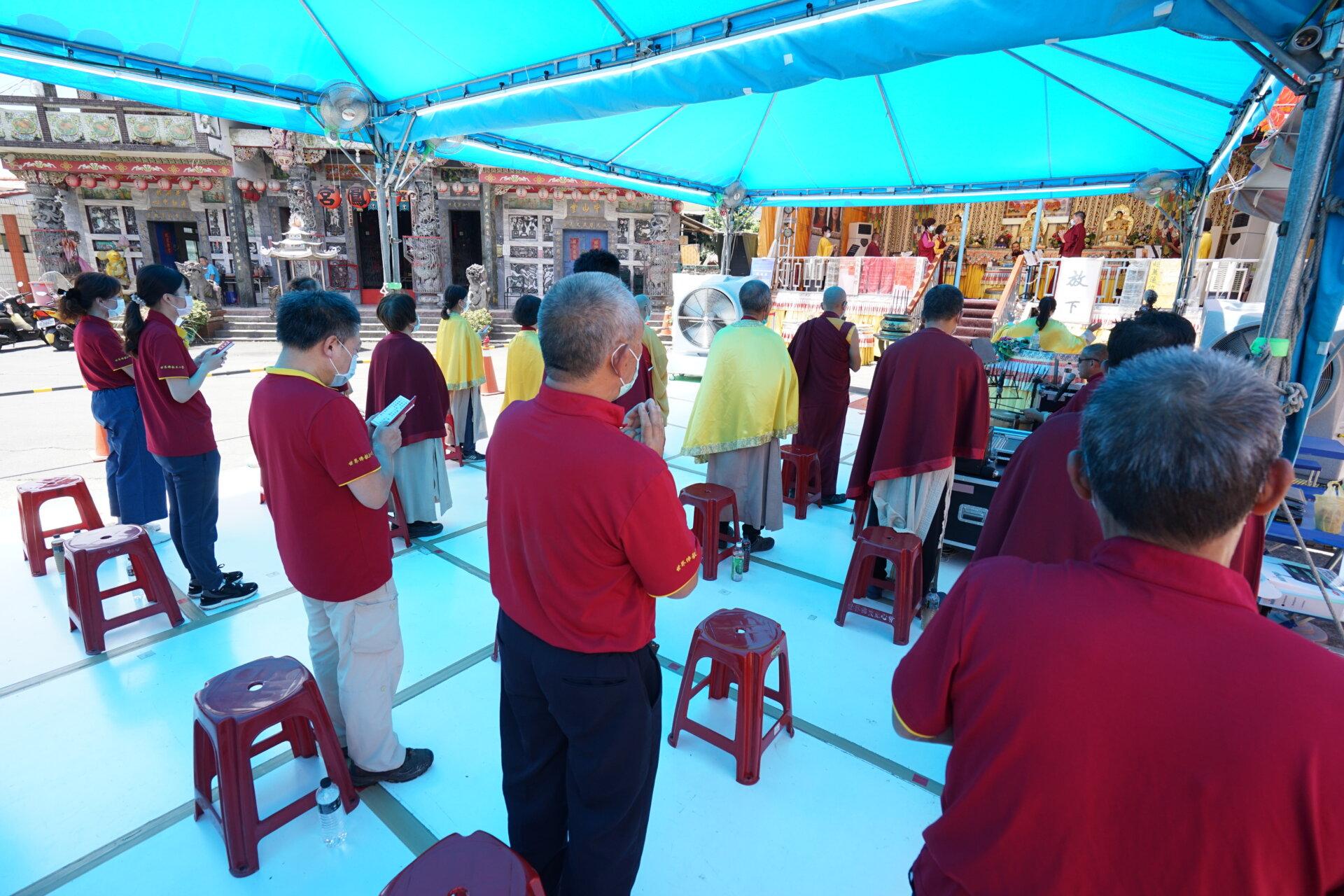 行動佛殿135站高雄大樹,信眾齊心誦經