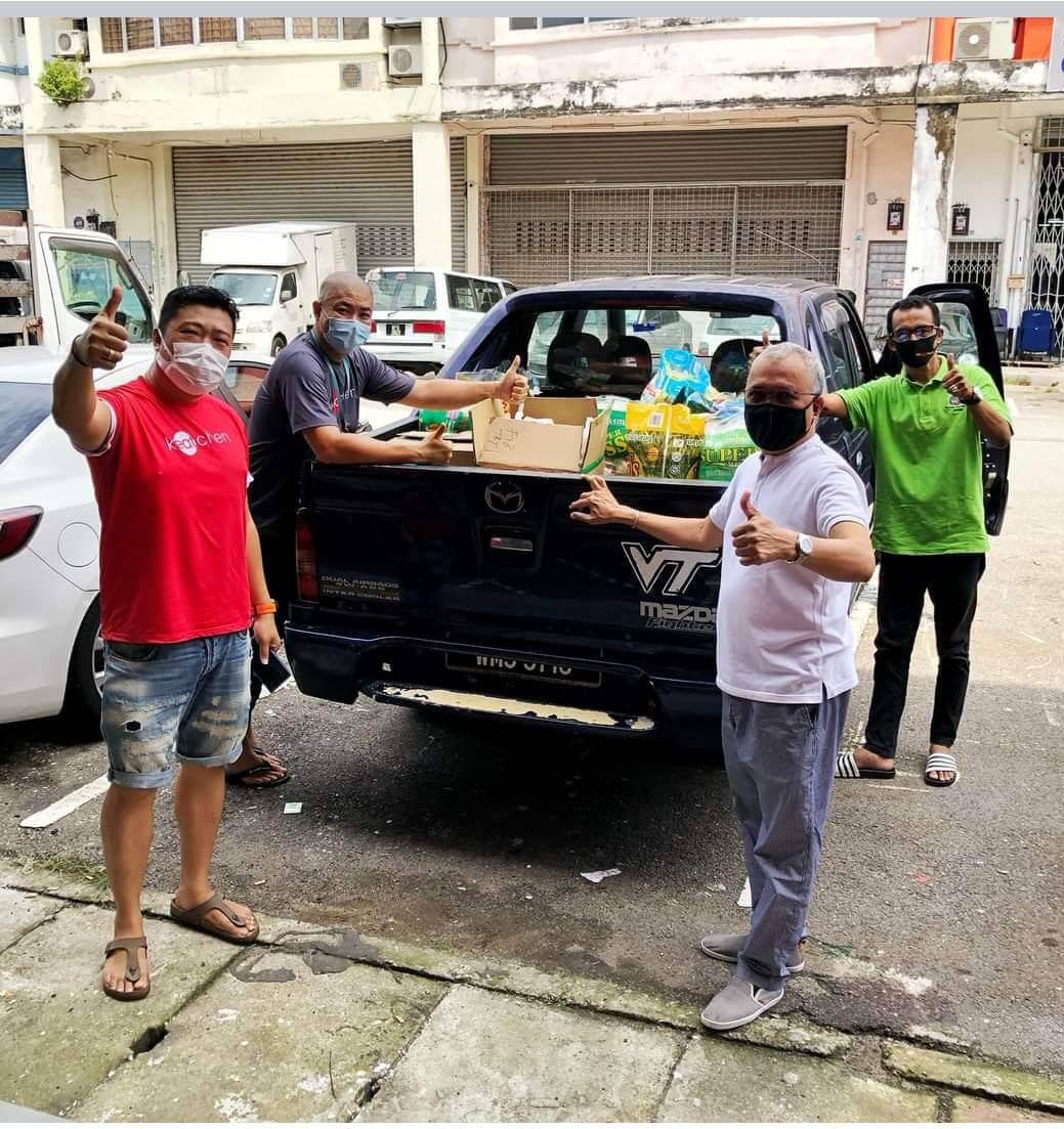 世界佛教正心會馬來西亞檳城北海成道分院,響應白旗運動將物資發送給弱勢家庭